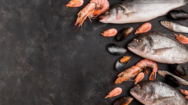 Délicieux Poisson Frais Et Crevettes Photo Premium