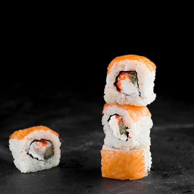 Délicieux Rouleaux De Sushi Photo gratuit