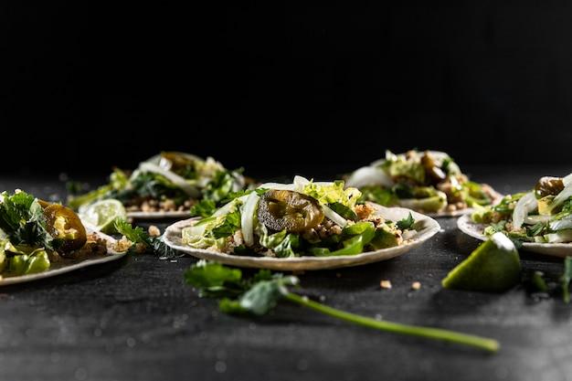 Délicieux Tacos Sur Assiettes Photo gratuit