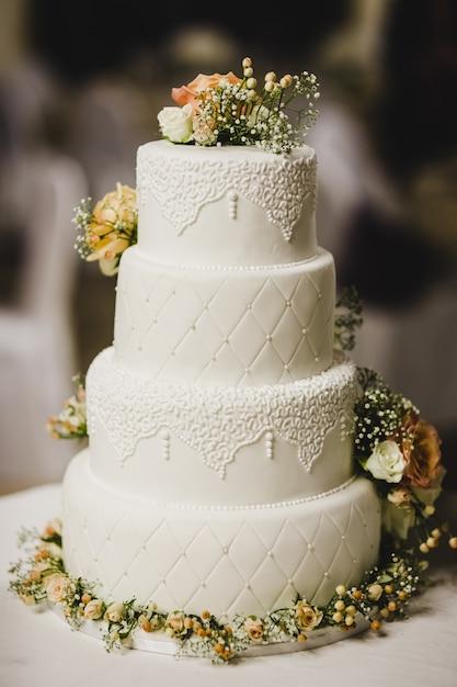 Délicieux vrai gâteau de mariage Photo Premium
