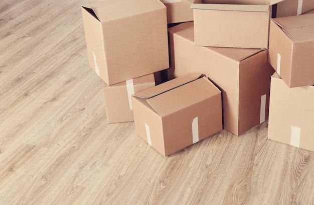 Déménager Avec Des Boîtes En Carton Photo gratuit