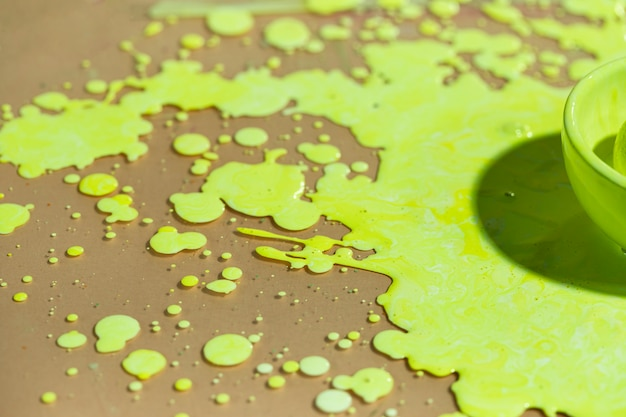 Demi-bol grand angle avec peinture verte Photo gratuit