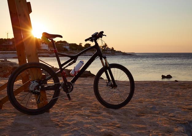 Denia plage las rotas avec vélo vélo Photo Premium