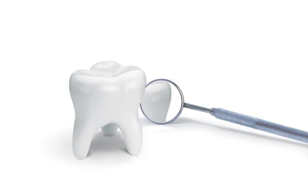 Dent Avec Miroir Dentaire Sur Blanc. Idée Créative. Illustration 3d, Rendu 3d Photo Premium