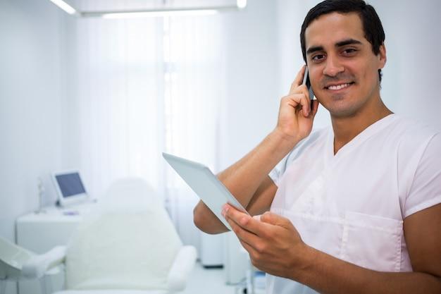 Dentiste, Conversation Téléphone Mobile, Et, Tenue, Tablette Numérique Photo gratuit