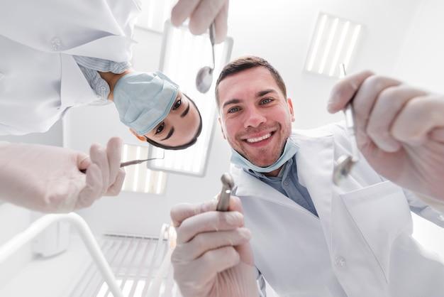 Dentistes du point de vue du patient Photo gratuit