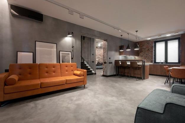 Design D'intérieur Confortable De Studio Spacieux Et Lumineux Contemporain Photo Premium