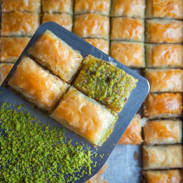 Dessert Baklava Turc à Base De Pâte Fine, Noix Et Miel Photo gratuit