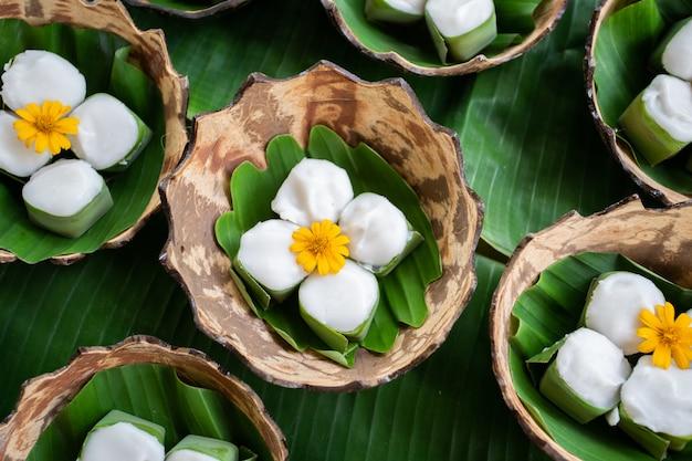 Dessert Blanc Thaï à La Noix De Coco Photo Premium