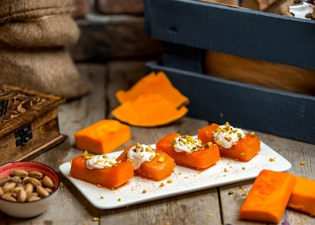 Dessert citrouille aux pistaches râpées Photo gratuit