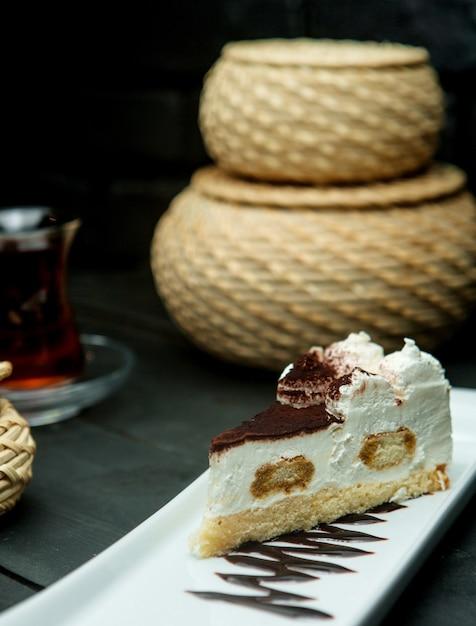 Dessert crème légère saupoudré de cacao Photo gratuit