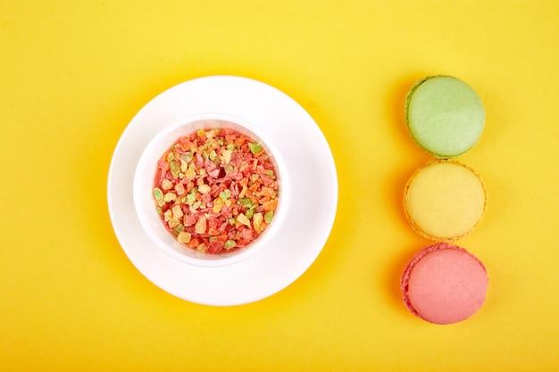 Dessert doux macaron ou macaron Photo Premium