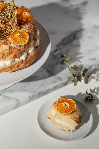 Dessert Du Jour De L'épiphanie Avec Des Agrumes Séchés Photo Premium