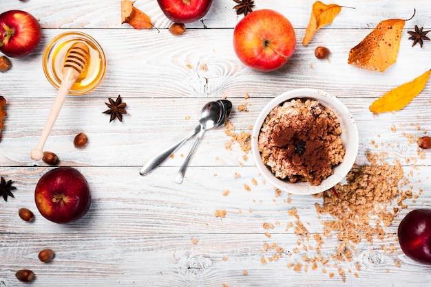 Dessert de saison aux pommes et au miel Photo gratuit
