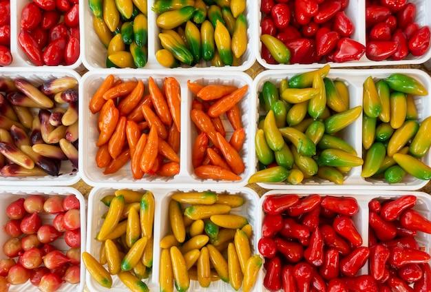 Dessert Sucré Thaï De Fruits Imitation Délétables Ou Choix De Look Kanom Photo Premium