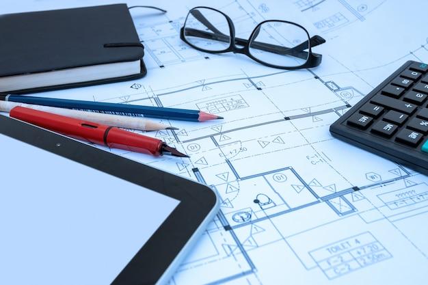 Dessin d'architecte dessin dessin esquisse des plans en studio d'architecte Photo Premium