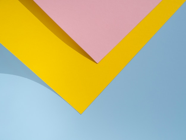 Dessin De Papier Polygone Rose Et Jaune Photo gratuit