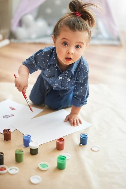 Dessin De Petite Fille Photo gratuit