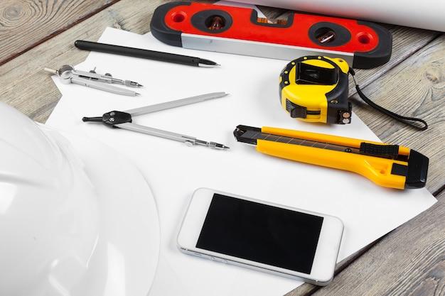 Dessins Architecturaux. Instruments Sur La Table De Travail. Feuille De Papier Vierge Photo Premium