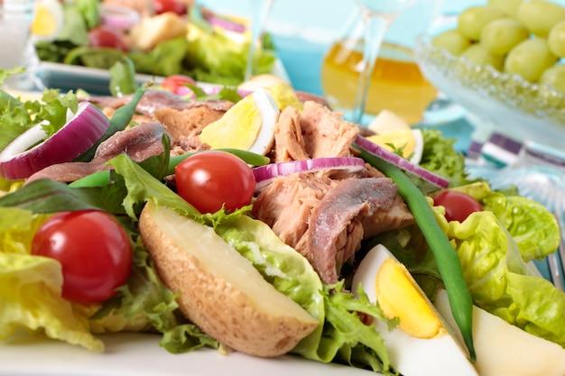Dessus de salade de thon nicoise Photo gratuit