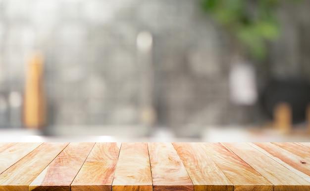 Dessus De Table En Bois Sur Fond De Comptoir De Cuisine Flou.pour L'affichage Du Produit De Montage Ou La Disposition Visuelle Clé De Conception. Photo Premium