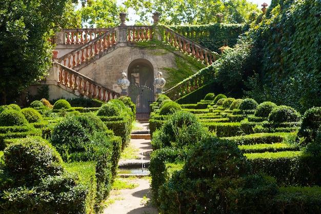 Desvalls palace at labyrinth park of horta Photo gratuit