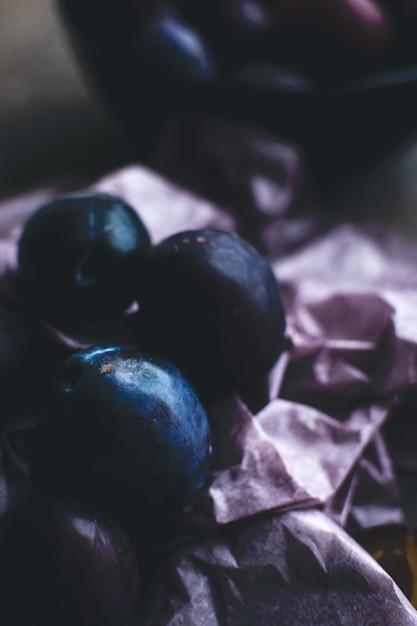 Détail de prunes biologiques fraîches Photo gratuit