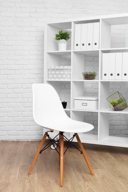 Détail de salle de bureau moderne derrière le concept de décoration de mur blanc Photo Premium