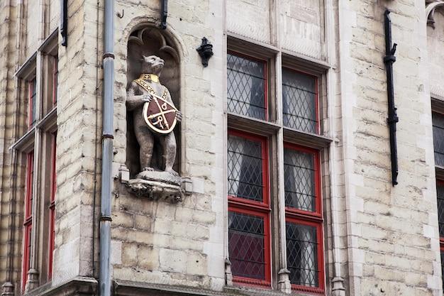 Détails Architecturaux Sur Les Bâtiments De La Ville De Bruges, Belgique Photo Premium