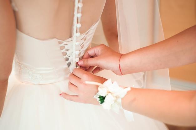 Détails De Mariage Mariée - Robe Blanche De Mariage Pour Une Femme Photo Premium