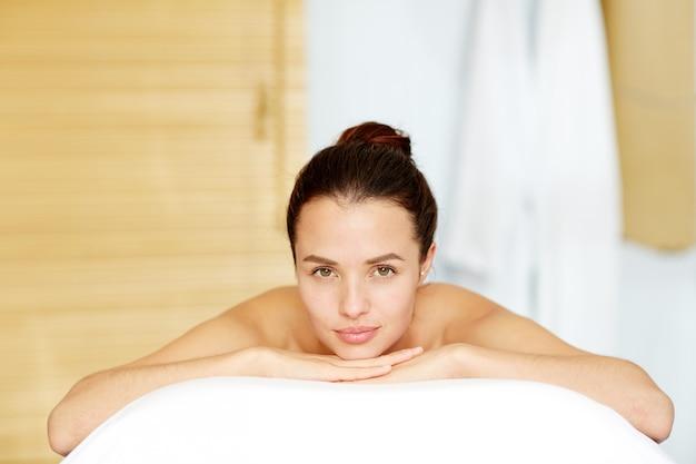 Détente au spa Photo gratuit