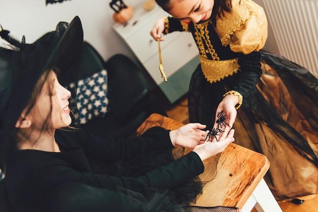 Deux filles en costumes Photo Premium