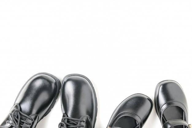 Deux nouvelles chaussures d'étudiant en cuir isolés Photo Premium