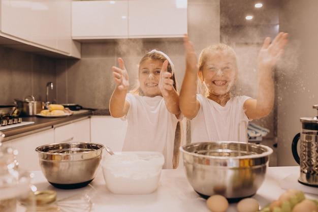 Deux, petites soeurs, cuisine, cuisine Photo gratuit