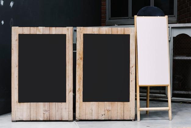 Deux tableaux et une maquette de tableau à feuilles mobiles Photo gratuit