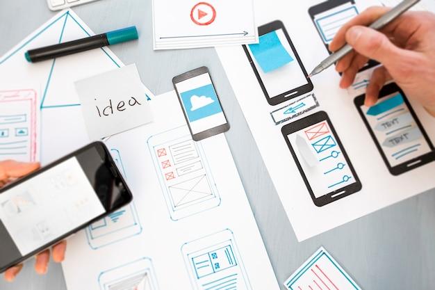 Développement de conception d'applications web graphiques pour téléphones mobiles. Photo Premium