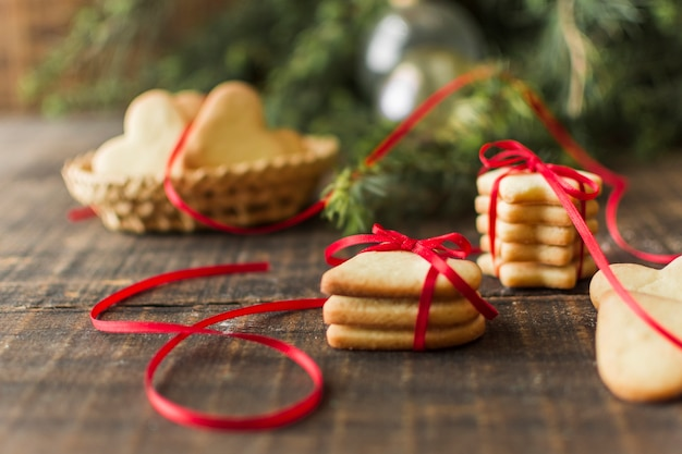 Différents cookies sur la table Photo gratuit