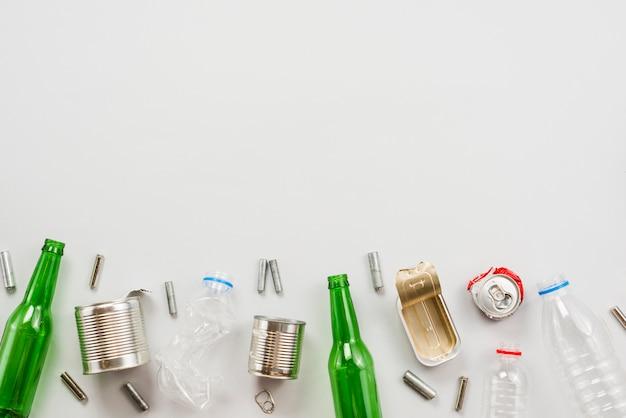 Différents déchets triés et préparés pour le recyclage Photo gratuit