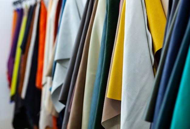 Différents types et couleurs de cuirs. Photo Premium