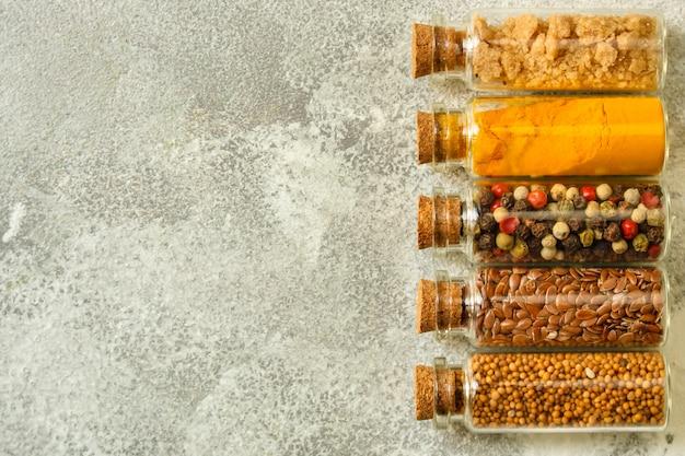 Différents types d'épices Photo Premium