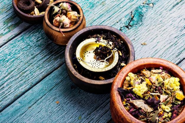 Différents types de thé en feuilles Photo Premium