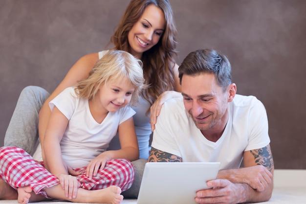 Dimanche Matin, C'est L'heure De La Famille Photo gratuit