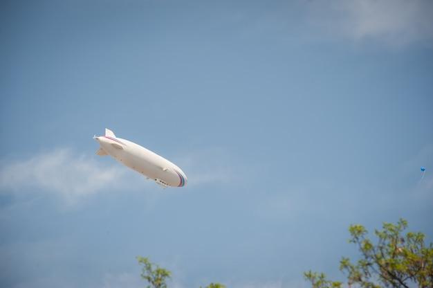 Dirigeable zeppelin Photo Premium