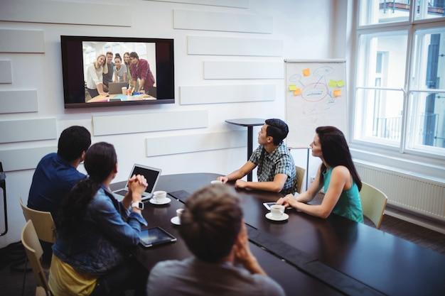 Les Dirigeants D'entreprises Qui Font Une Conférence Vidéo Photo gratuit