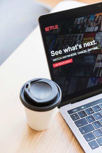 Dispositif technologique avec application netfilx Photo gratuit