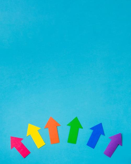 Disposition des flèches de papier aux couleurs lgbt Photo gratuit
