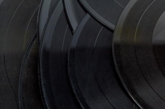 Disques de vinyle isolés sur blanc Photo Premium