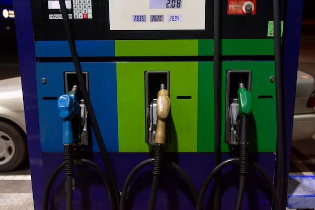 Distributeur d'essence, station d'essence Photo Premium