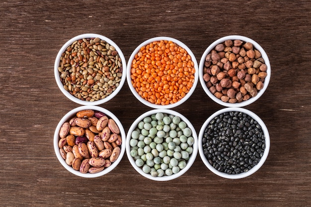 Divers Assortiments De Légumineuses Indiennes - Haricots, Pois Chiches, Lentilles, Vue De Dessus Dal. Photo Premium