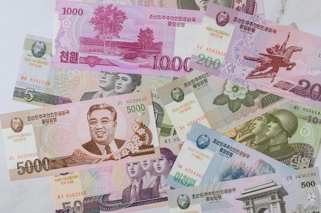 Divers Billets De Banque D'argent A Gagné De La Corée Du Nord Kpw Photo Premium